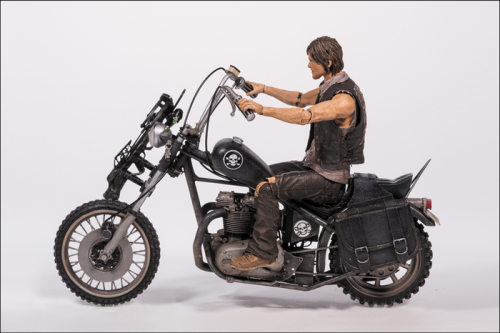 MCF14539--Walking-Dead-Daryl-Dixon-with-Chopper-B