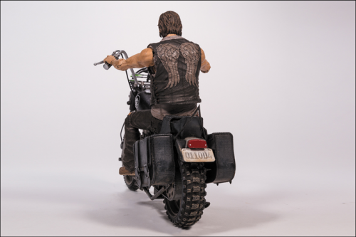 MCF14539--Walking-Dead-Daryl-Dixon-with-Chopper-C