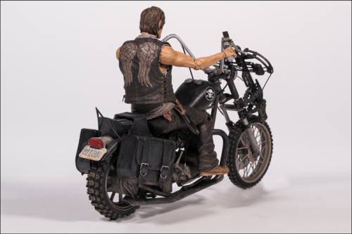 MCF14539--Walking-Dead-Daryl-Dixon-with-Chopper-D