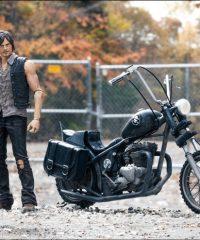 MCF14539--Walking-Dead-Daryl-Dixon-with-Chopper-E